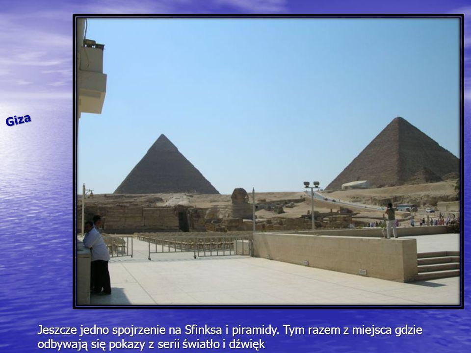 Giza Jeszcze jedno spojrzenie na Sfinksa i piramidy.