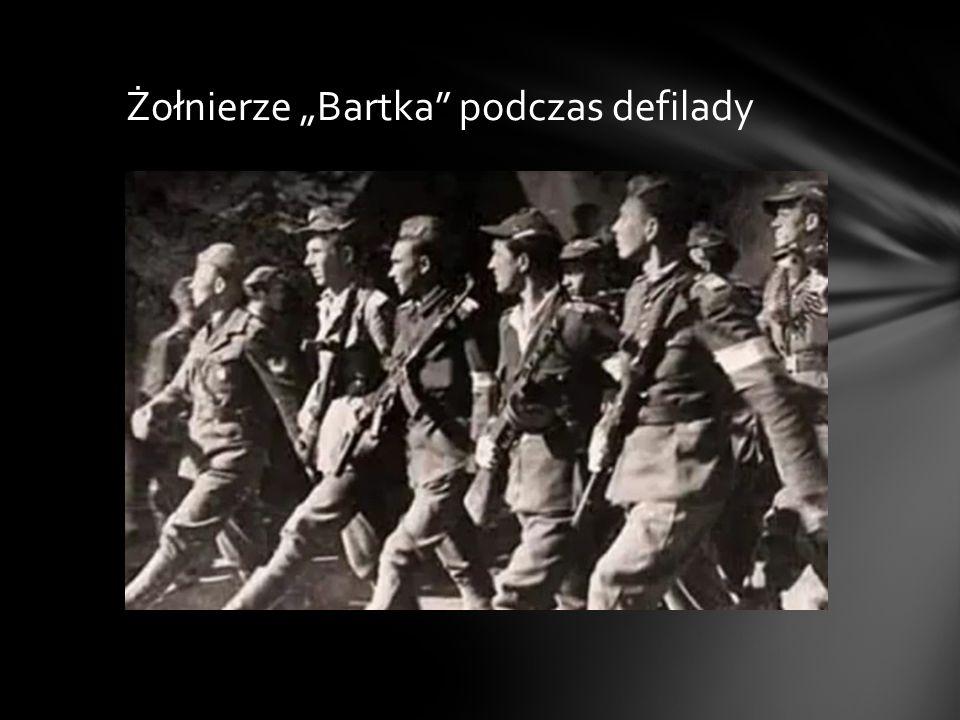 """Żołnierze """"Bartka podczas defilady"""