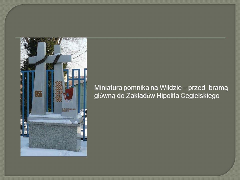 Miniatura pomnika na Wildzie – przed bramą główną do Zakładów Hipolita Cegielskiego