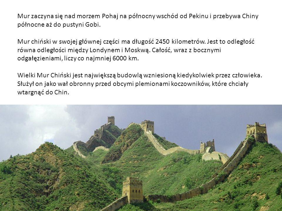 Mur zaczyna się nad morzem Pohaj na północny wschód od Pekinu i przebywa Chiny północne aż do pustyni Gobi.