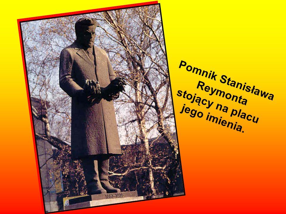 Pomnik Stanisława Reymonta stojący na placu jego imienia.
