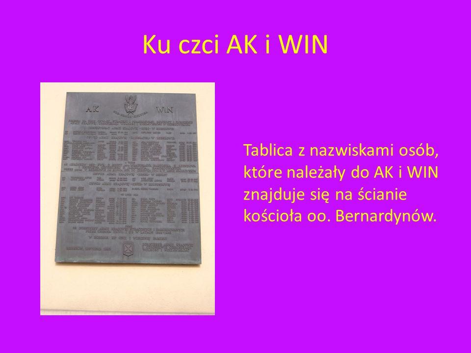 Ku czci AK i WIN Tablica z nazwiskami osób, które należały do AK i WIN znajduje się na ścianie kościoła oo.