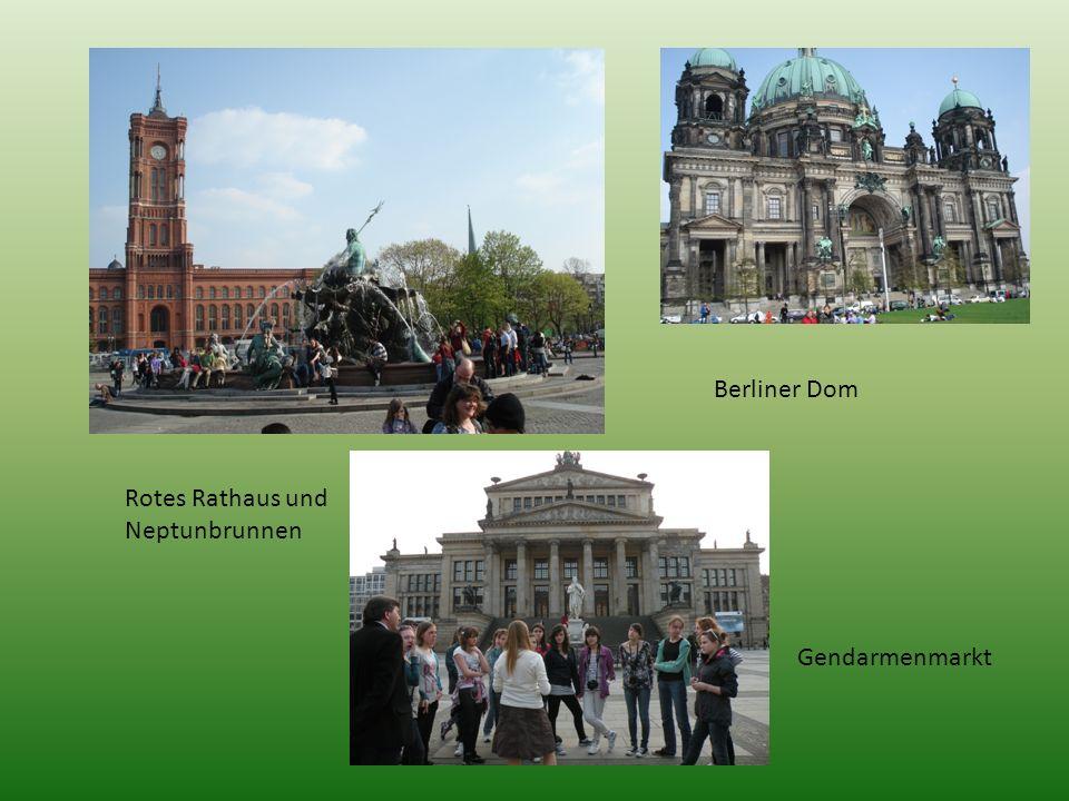Berliner Dom Rotes Rathaus und Neptunbrunnen Gendarmenmarkt