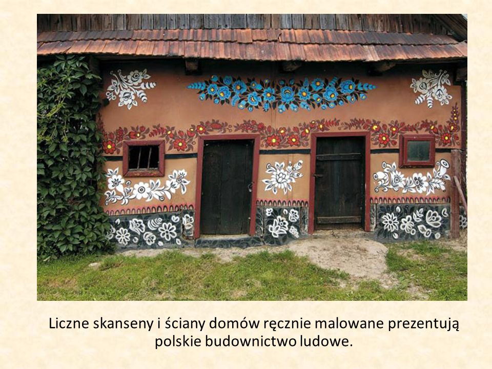 Liczne skanseny i ściany domów ręcznie malowane prezentują polskie budownictwo ludowe.