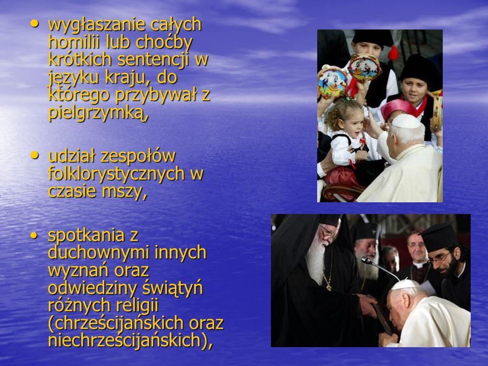 udział zespołów folklorystycznych w czasie mszy,