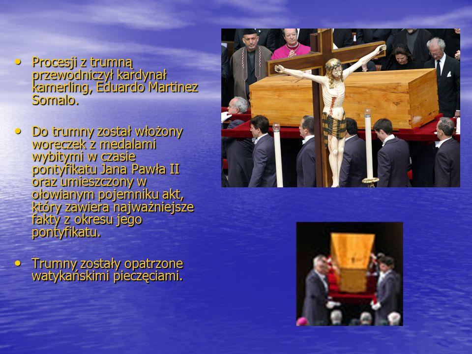 Trumny zostały opatrzone watykańskimi pieczęciami.
