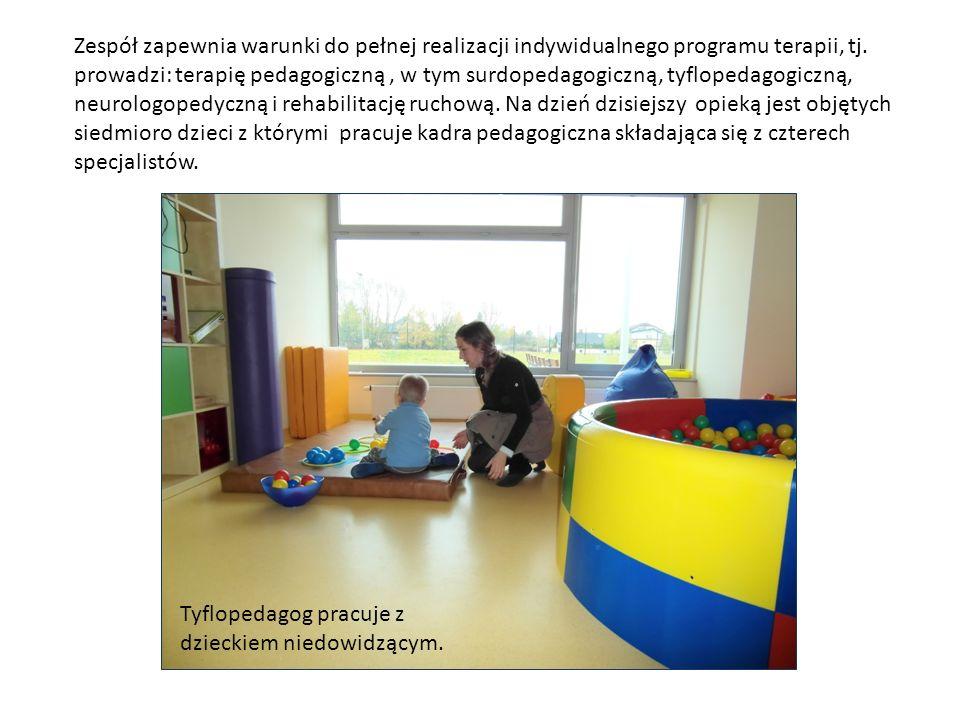 Zespół zapewnia warunki do pełnej realizacji indywidualnego programu terapii, tj. prowadzi: terapię pedagogiczną , w tym surdopedagogiczną, tyflopedagogiczną, neurologopedyczną i rehabilitację ruchową. Na dzień dzisiejszy opieką jest objętych siedmioro dzieci z którymi pracuje kadra pedagogiczna składająca się z czterech specjalistów.