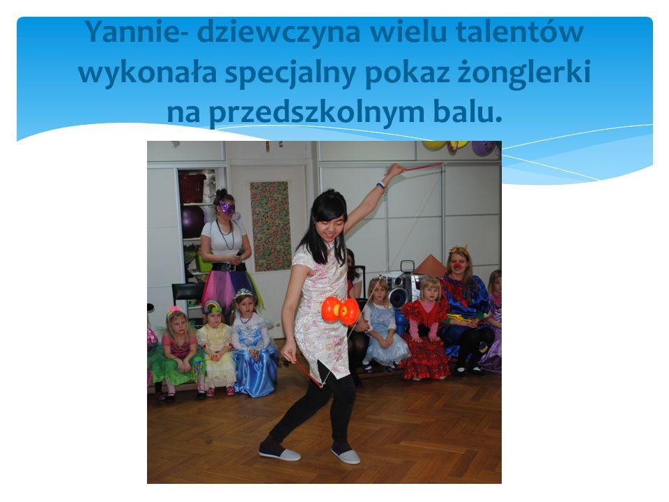 Yannie- dziewczyna wielu talentów wykonała specjalny pokaz żonglerki na przedszkolnym balu.