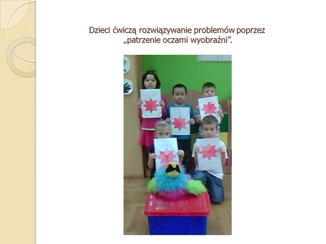"""Dzieci ćwiczą rozwiązywanie problemów poprzez """"patrzenie oczami wyobraźni ."""