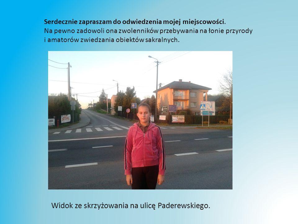 Widok ze skrzyżowania na ulicę Paderewskiego.