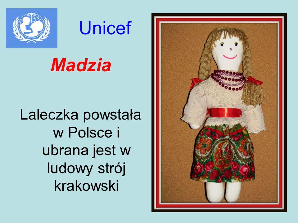 Laleczka powstała w Polsce i ubrana jest w ludowy strój krakowski
