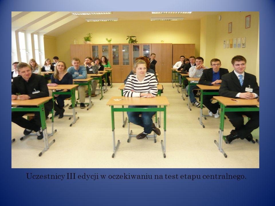 Uczestnicy III edycji w oczekiwaniu na test etapu centralnego.