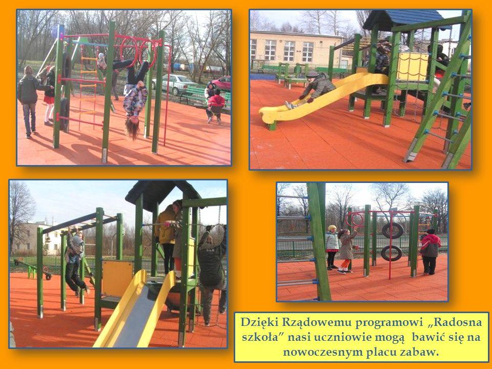 """Dzięki Rządowemu programowi """"Radosna szkoła nasi uczniowie mogą bawić się na nowoczesnym placu zabaw."""