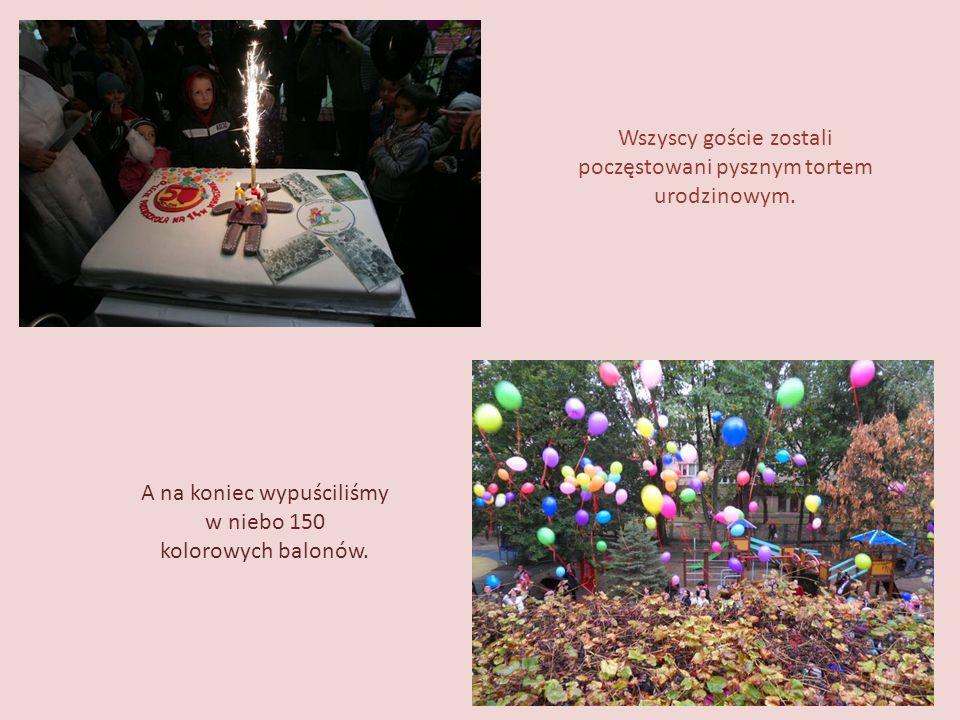 Wszyscy goście zostali poczęstowani pysznym tortem urodzinowym.