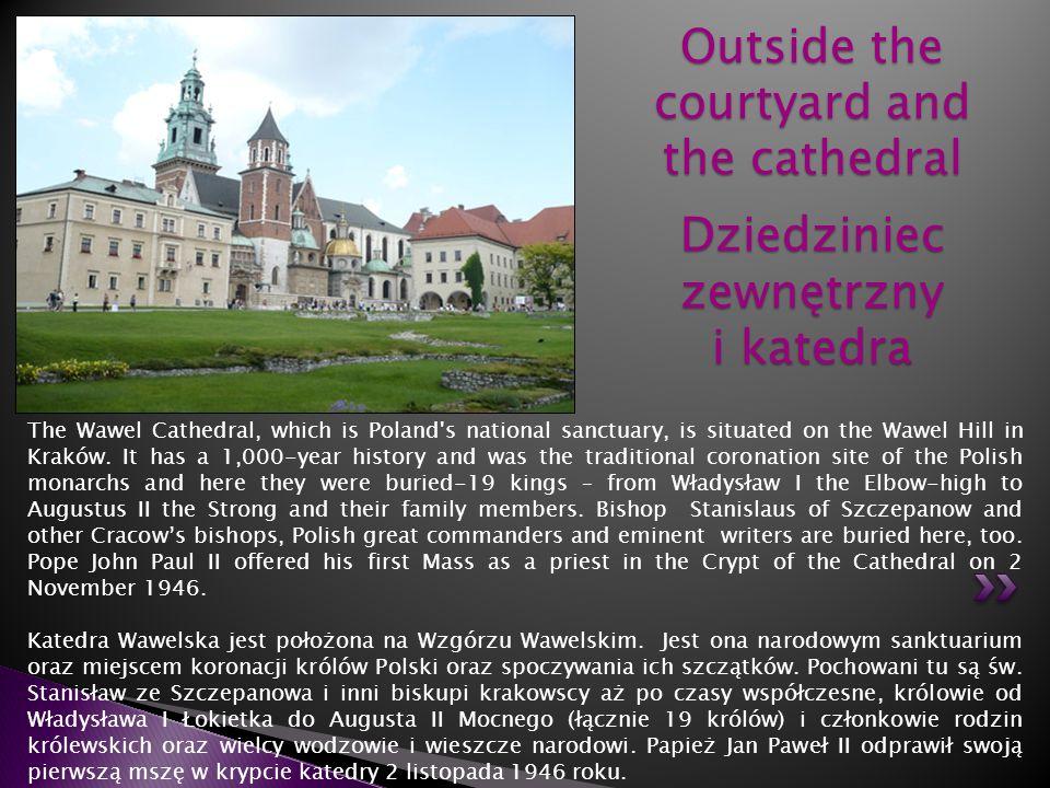 Outside the courtyard and the cathedral Dziedziniec zewnętrzny i katedra
