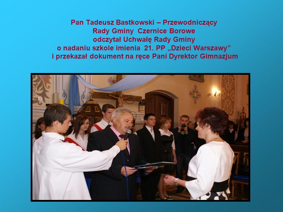 Pan Tadeusz Bastkowski – Przewodniczący Rady Gminy Czernice Borowe odczytał Uchwałę Rady Gminy o nadaniu szkole imienia 21.