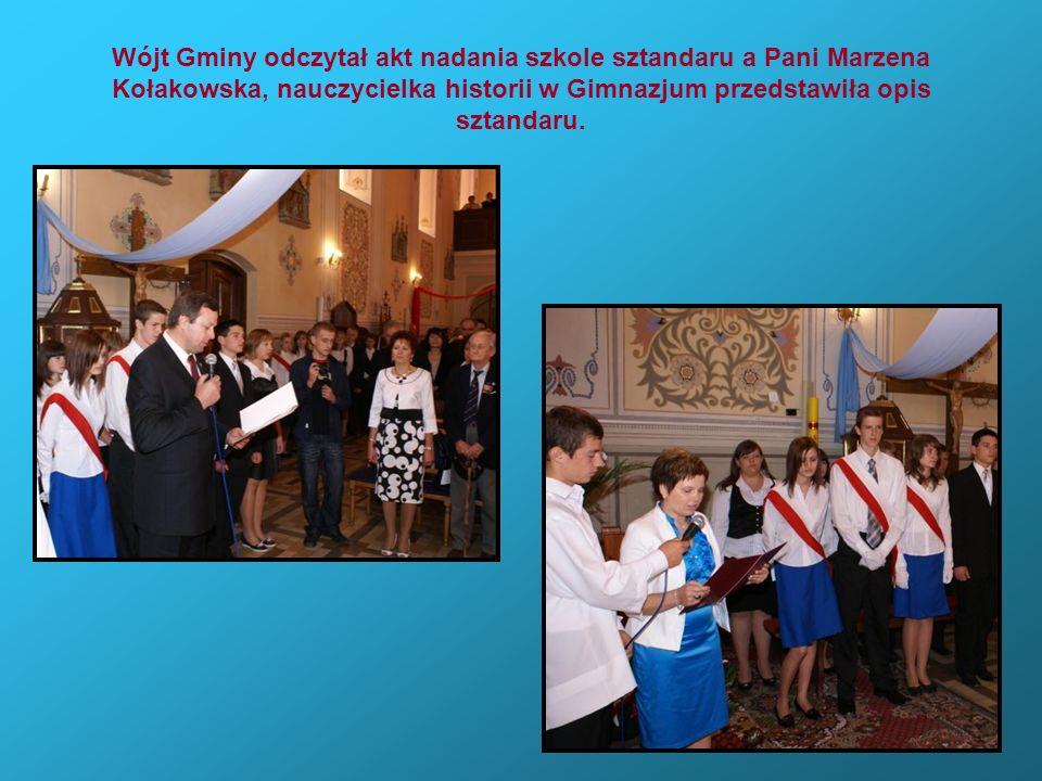 Wójt Gminy odczytał akt nadania szkole sztandaru a Pani Marzena Kołakowska, nauczycielka historii w Gimnazjum przedstawiła opis sztandaru.