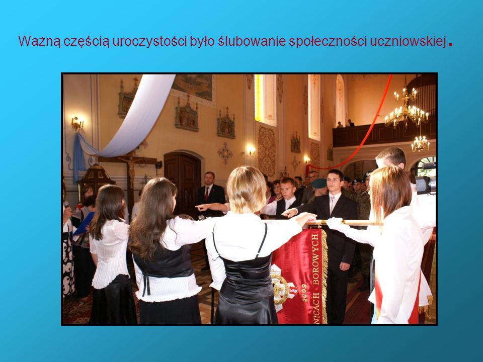 Ważną częścią uroczystości było ślubowanie społeczności uczniowskiej.