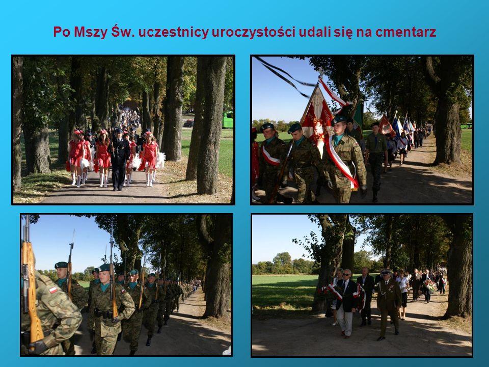 Po Mszy Św. uczestnicy uroczystości udali się na cmentarz