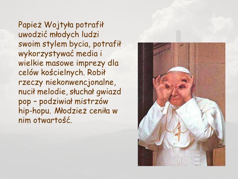 Papież Wojtyła potrafił uwodzić młodych ludzi swoim stylem bycia, potrafił wykorzystywać media i wielkie masowe imprezy dla celów kościelnych.