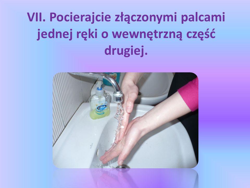 VII. Pocierajcie złączonymi palcami jednej ręki o wewnętrzną część drugiej.
