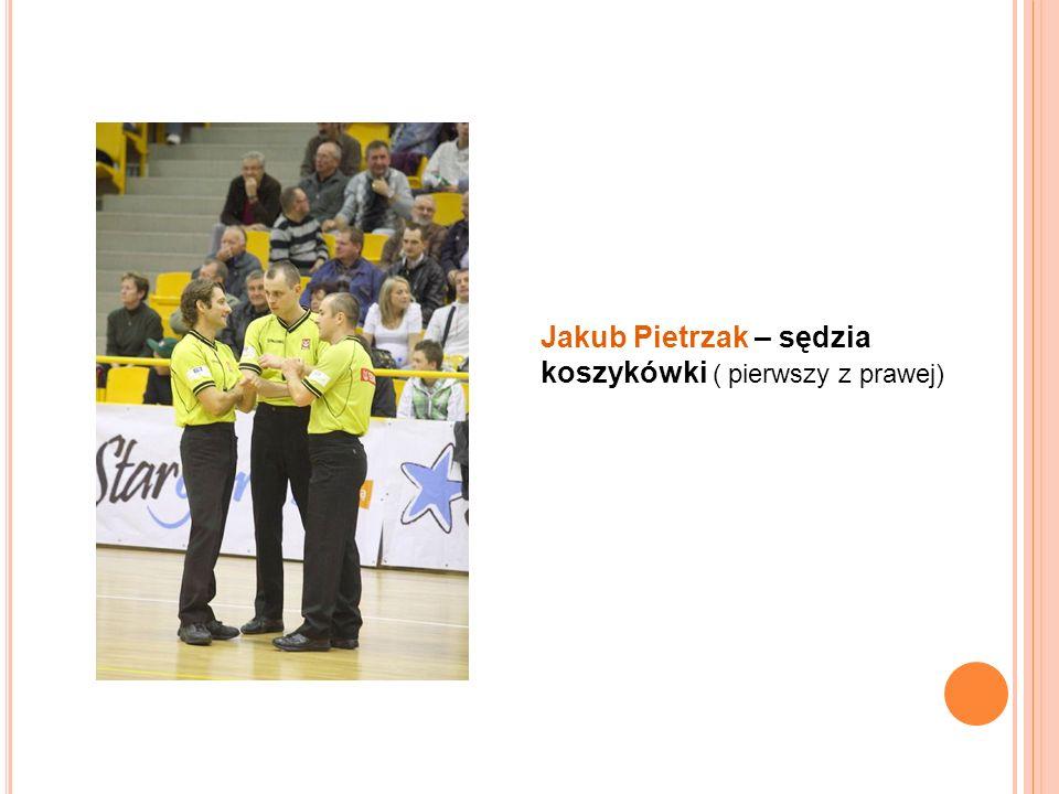 Jakub Pietrzak – sędzia koszykówki ( pierwszy z prawej)