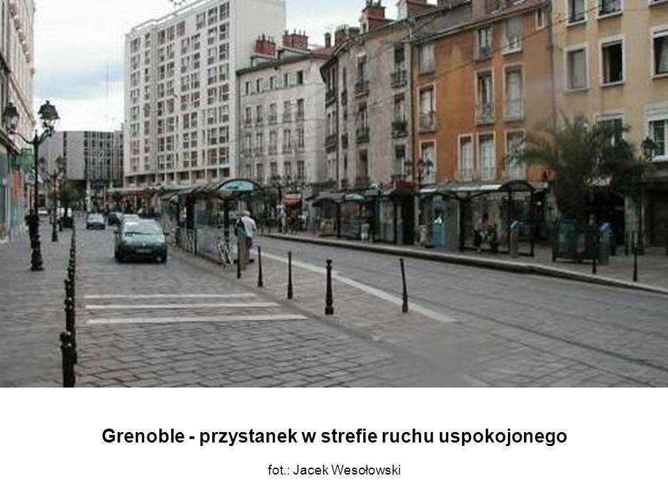 Grenoble - przystanek w strefie ruchu uspokojonego fot