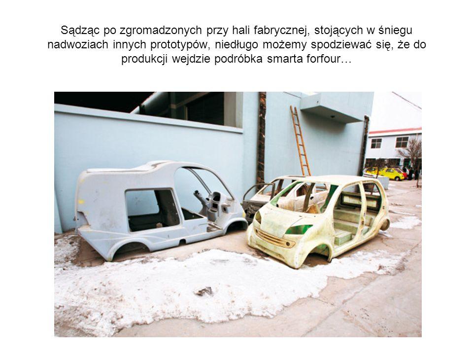 Sądząc po zgromadzonych przy hali fabrycznej, stojących w śniegu nadwoziach innych prototypów, niedługo możemy spodziewać się, że do produkcji wejdzie podróbka smarta forfour…