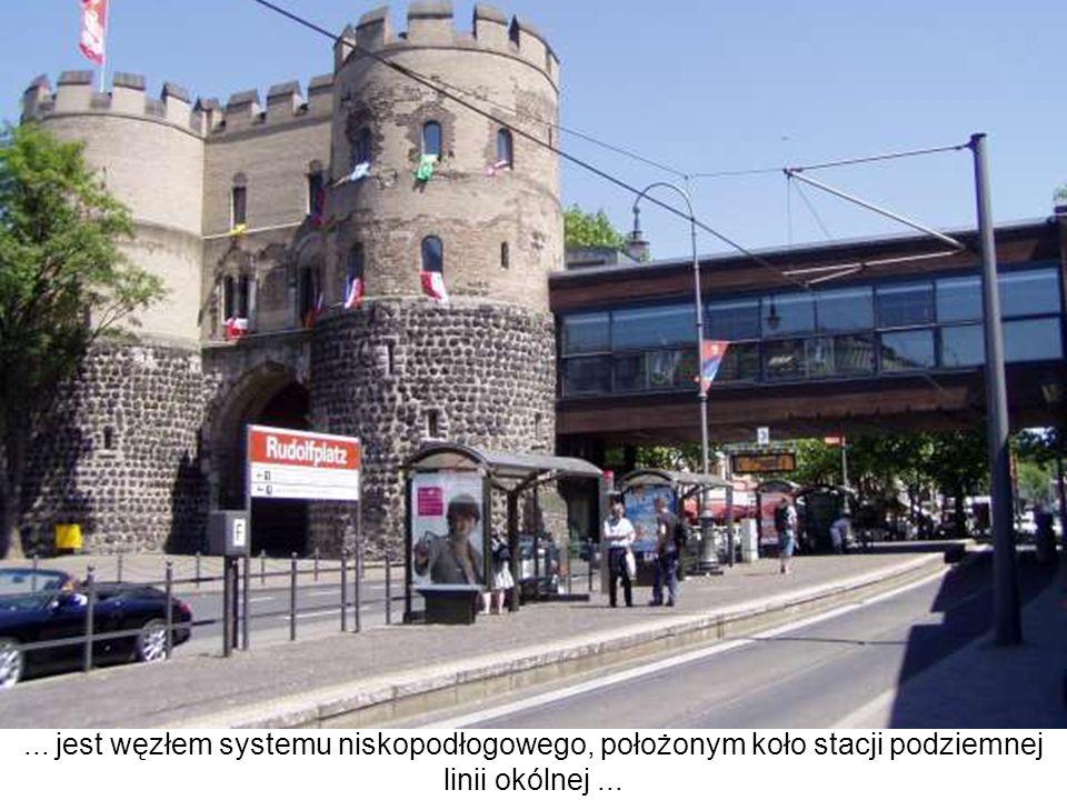 ... jest węzłem systemu niskopodłogowego, położonym koło stacji podziemnej linii okólnej ...