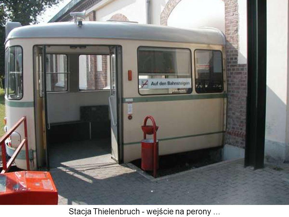 Stacja Thielenbruch - wejście na perony ...