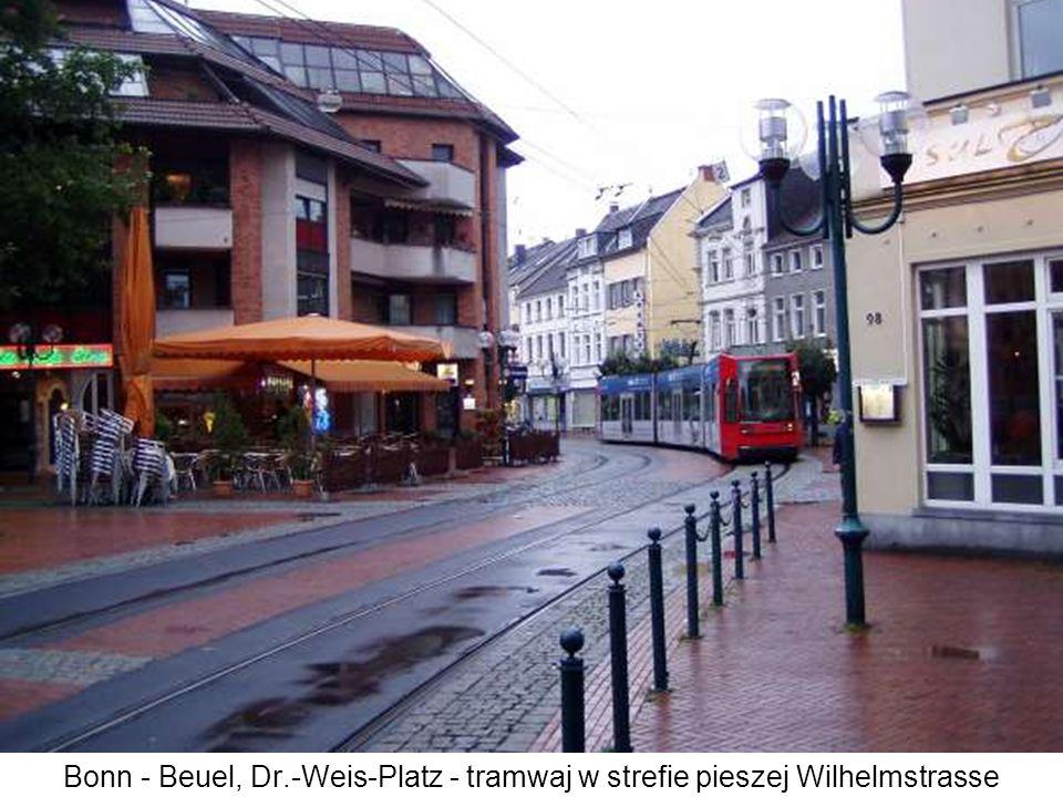 Bonn - Beuel, Dr.-Weis-Platz - tramwaj w strefie pieszej Wilhelmstrasse