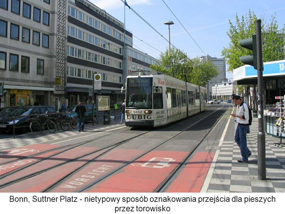 Bonn, Suttner Platz - nietypowy sposób oznakowania przejścia dla pieszych przez torowisko