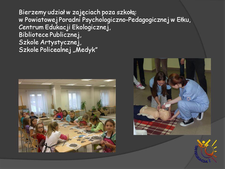 """Bierzemy udział w zajęciach poza szkołą: w Powiatowej Poradni Psychologiczno-Pedagogicznej w Ełku, Centrum Edukacji Ekologicznej, Bibliotece Publicznej, Szkole Artystycznej, Szkole Policealnej """"Medyk"""