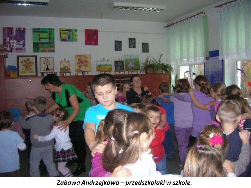Zabawa Andrzejkowa – przedszkolaki w szkole.