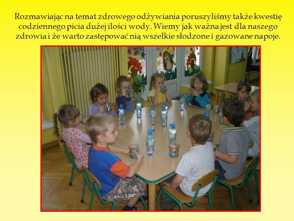 Rozmawiając na temat zdrowego odżywiania poruszyliśmy także kwestię codziennego picia dużej ilości wody.