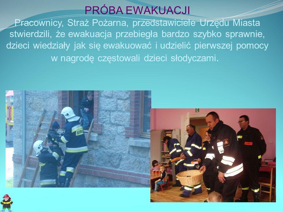 PRÓBA EWAKUACJI Pracownicy, Straż Pożarna, przedstawiciele Urzędu Miasta stwierdzili, że ewakuacja przebiegła bardzo szybko sprawnie, dzieci wiedziały jak się ewakuować i udzielić pierwszej pomocy w nagrodę częstowali dzieci słodyczami.