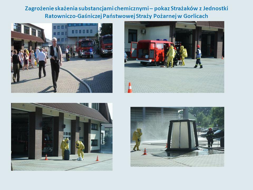 Zagrożenie skażenia substancjami chemicznymi – pokaz Strażaków z Jednostki Ratowniczo-Gaśniczej Państwowej Straży Pożarnej w Gorlicach