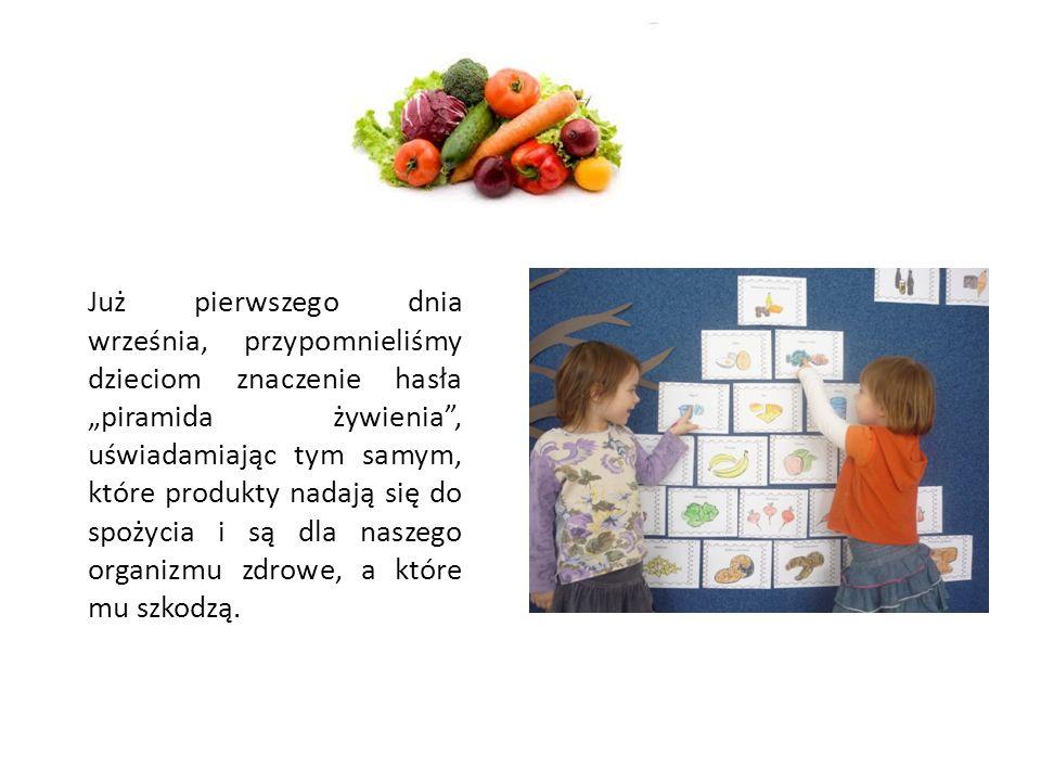 """Już pierwszego dnia września, przypomnieliśmy dzieciom znaczenie hasła """"piramida żywienia , uświadamiając tym samym, które produkty nadają się do spożycia i są dla naszego organizmu zdrowe, a które mu szkodzą."""