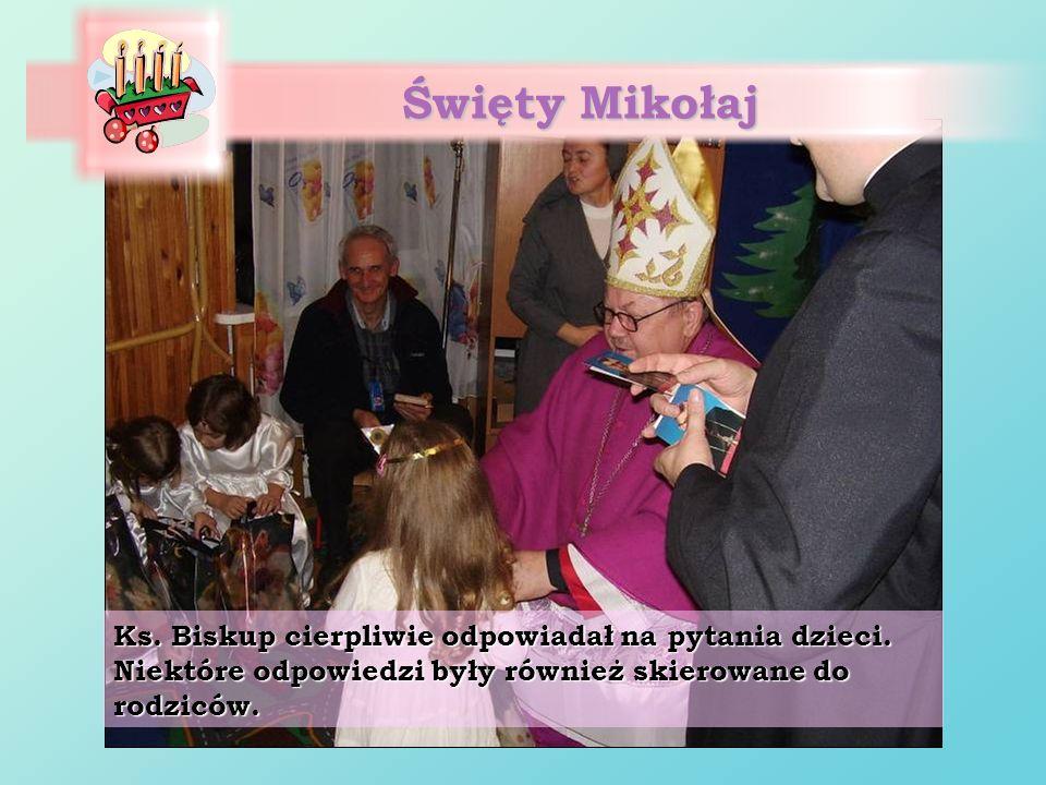 Święty MikołajKs.Biskup cierpliwie odpowiadał na pytania dzieci.