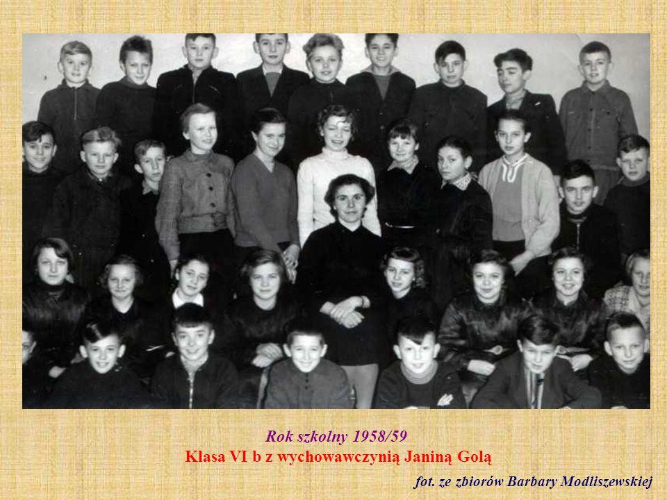 Rok szkolny 1958/59 Klasa VI b z wychowawczynią Janiną Golą