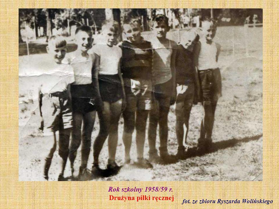 Rok szkolny 1958/59 r. Drużyna piłki ręcznej