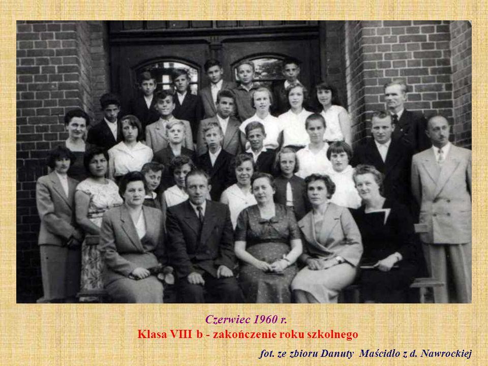 Czerwiec 1960 r. Klasa VIII b - zakończenie roku szkolnego