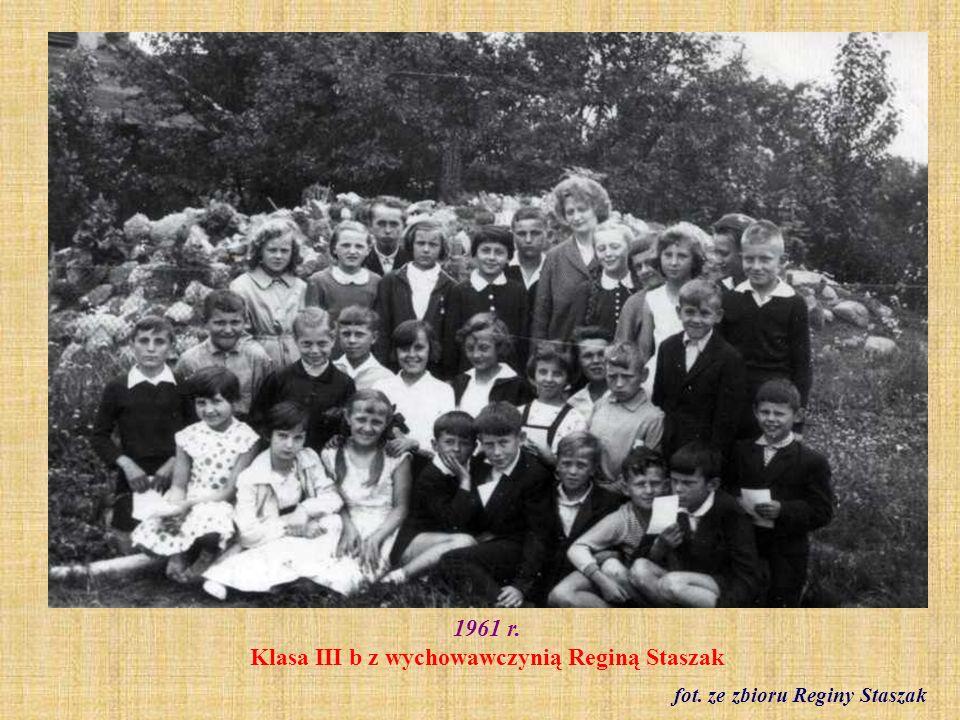 1961 r. Klasa III b z wychowawczynią Reginą Staszak