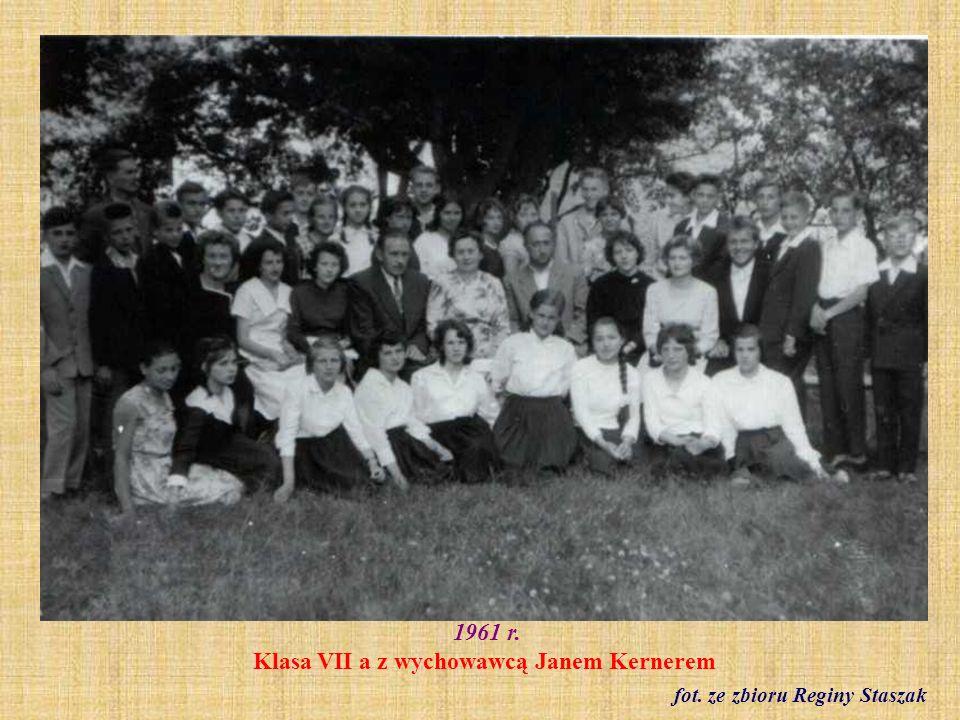 1961 r. Klasa VII a z wychowawcą Janem Kernerem