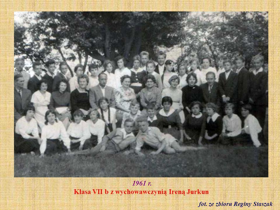 1961 r. Klasa VII b z wychowawczynią Ireną Jurkun