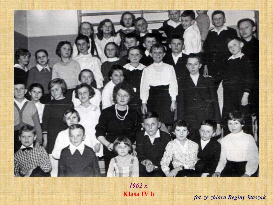 1962 r. Klasa IV b fot. ze zbioru Reginy Staszak