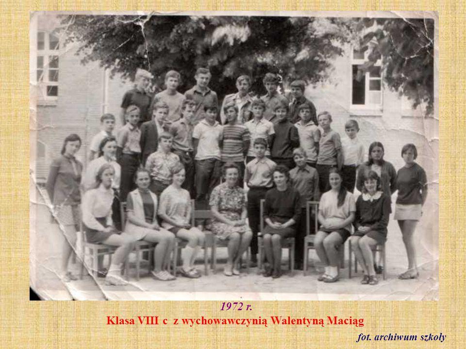 1972 r. Klasa VIII c z wychowawczynią Walentyną Maciąg