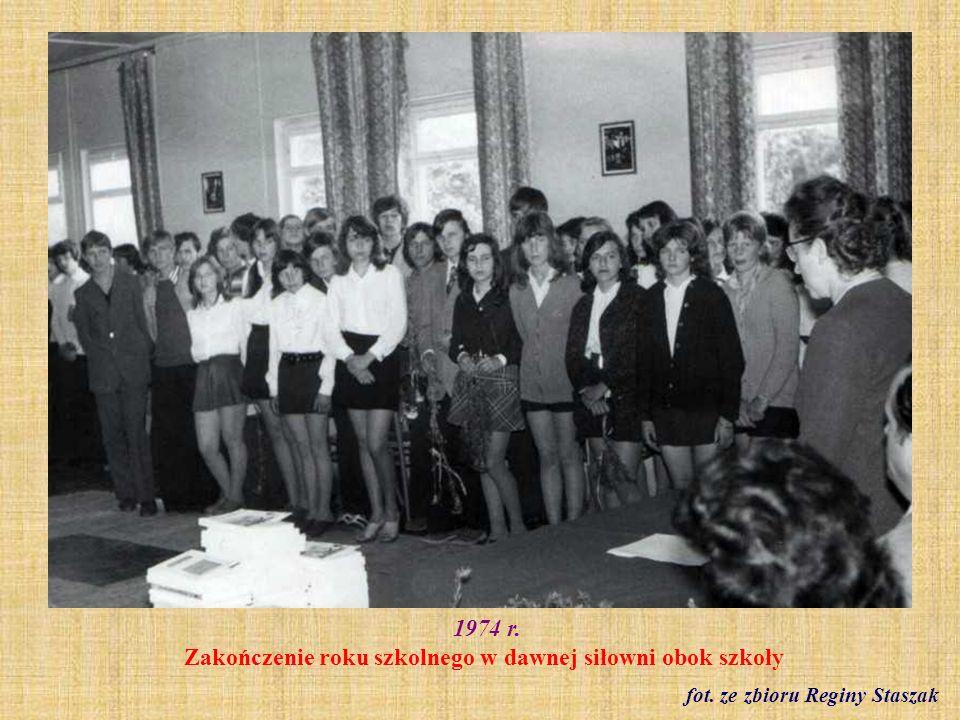1974 r. Zakończenie roku szkolnego w dawnej siłowni obok szkoły