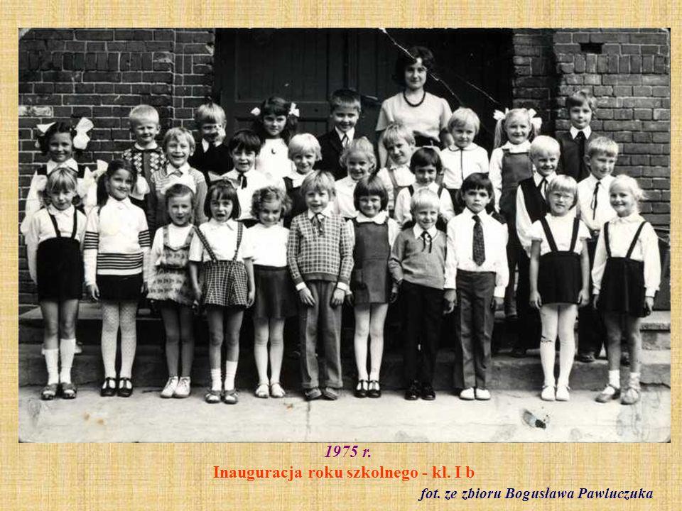 1975 r. Inauguracja roku szkolnego - kl. I b