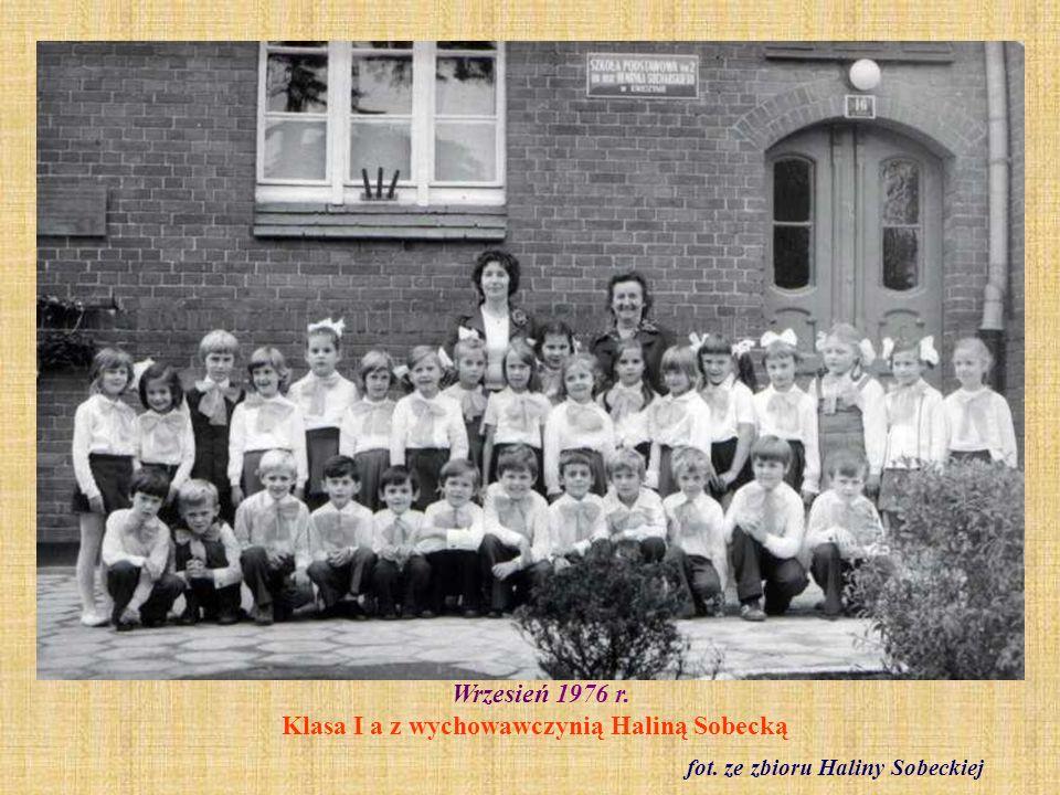 Wrzesień 1976 r. Klasa I a z wychowawczynią Haliną Sobecką